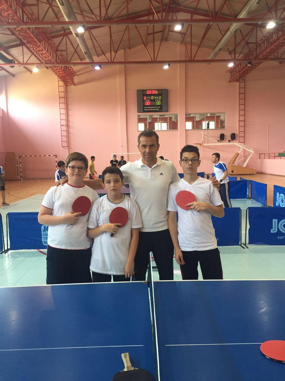 Masa Tenisi Turnuvasında Ortaokul Öğrencilerinden Oluşan Takımımız Finallere Kaldı