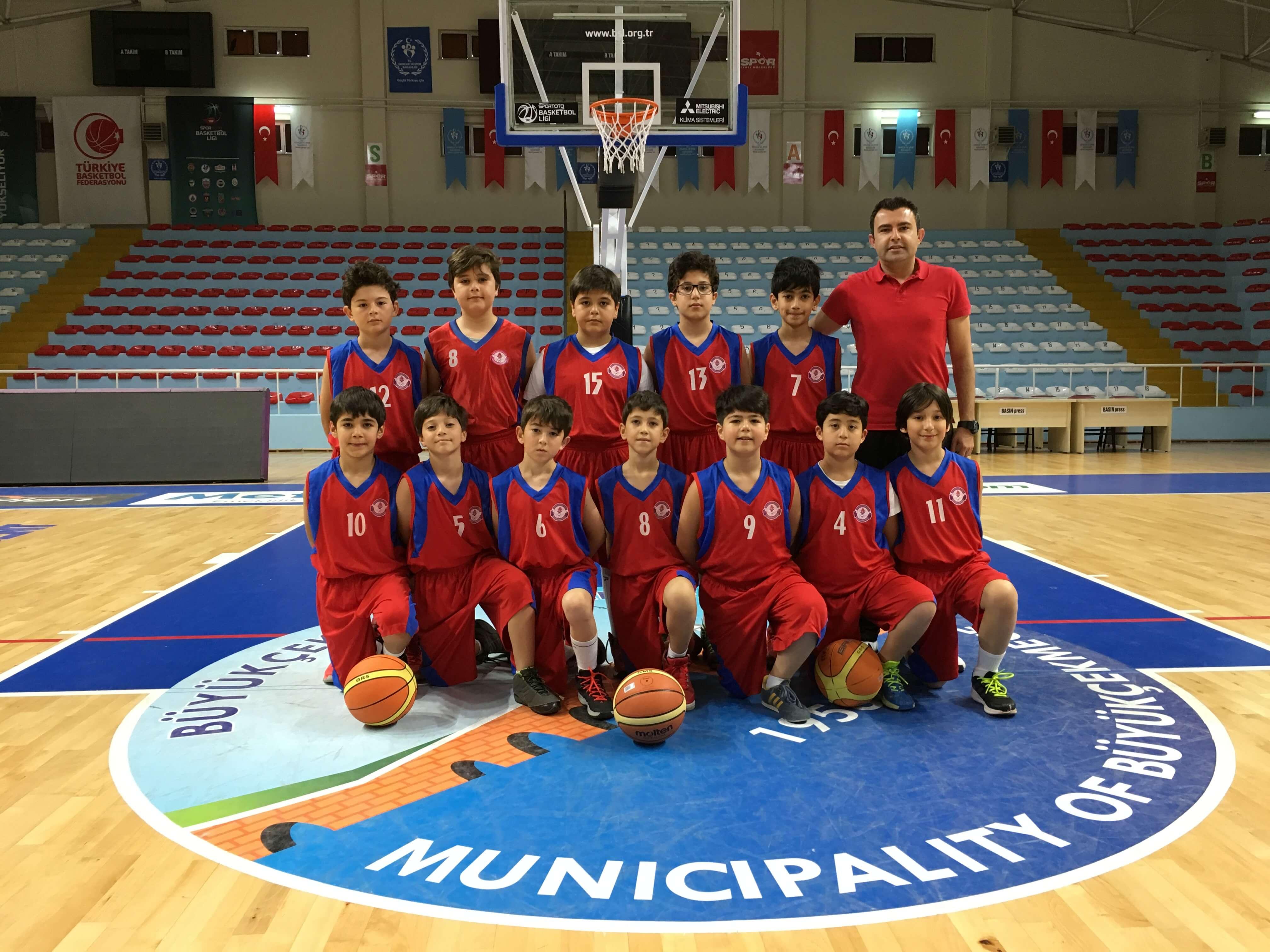 Minik Erkekler Basketbol Takımımız, Mimarsinan Koleji Basketbol Takımını Büyük Farkla Mağlup Etti