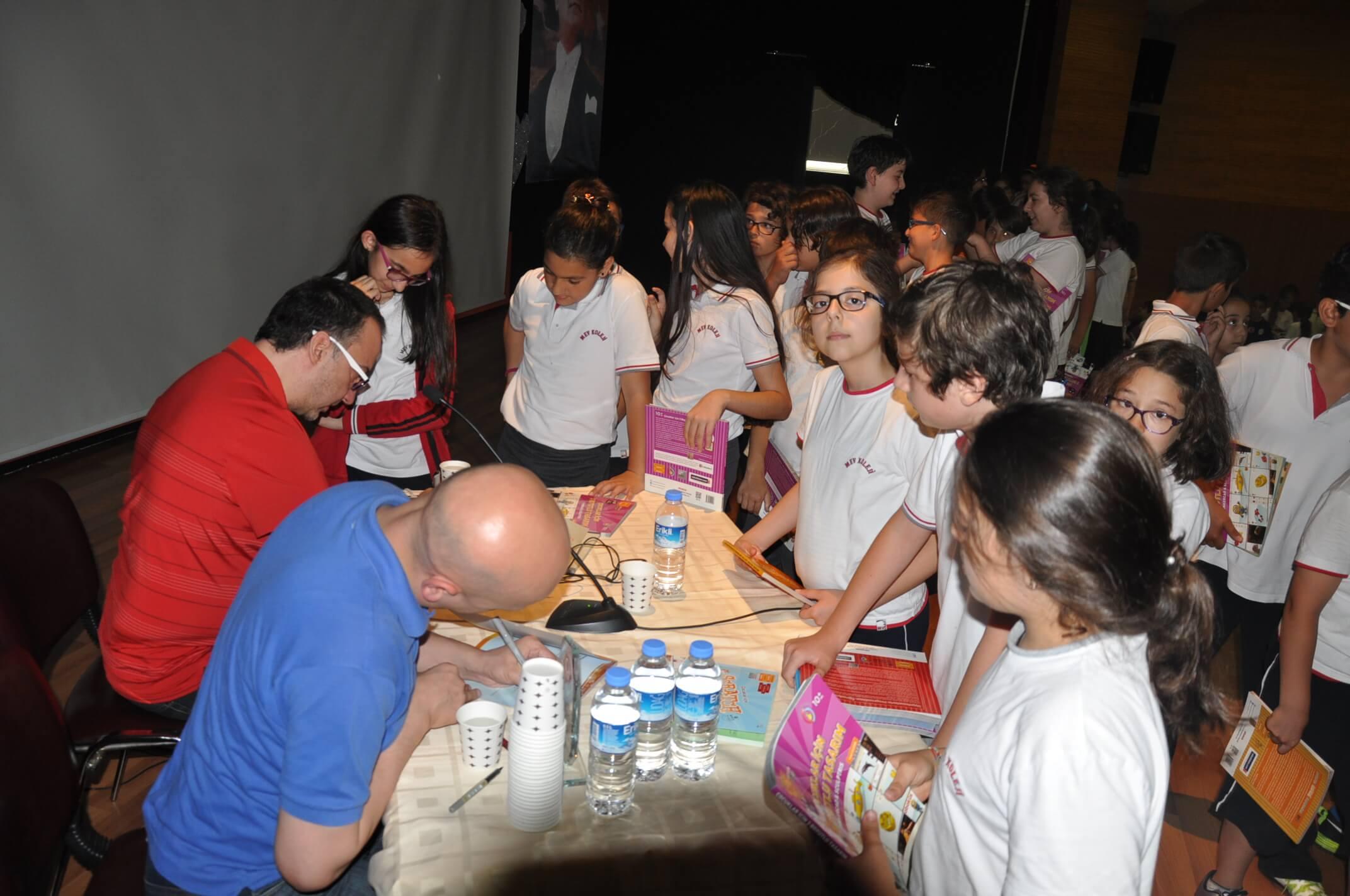 MEV Koleji Öğrencileri, Yazarlarla Buluştu
