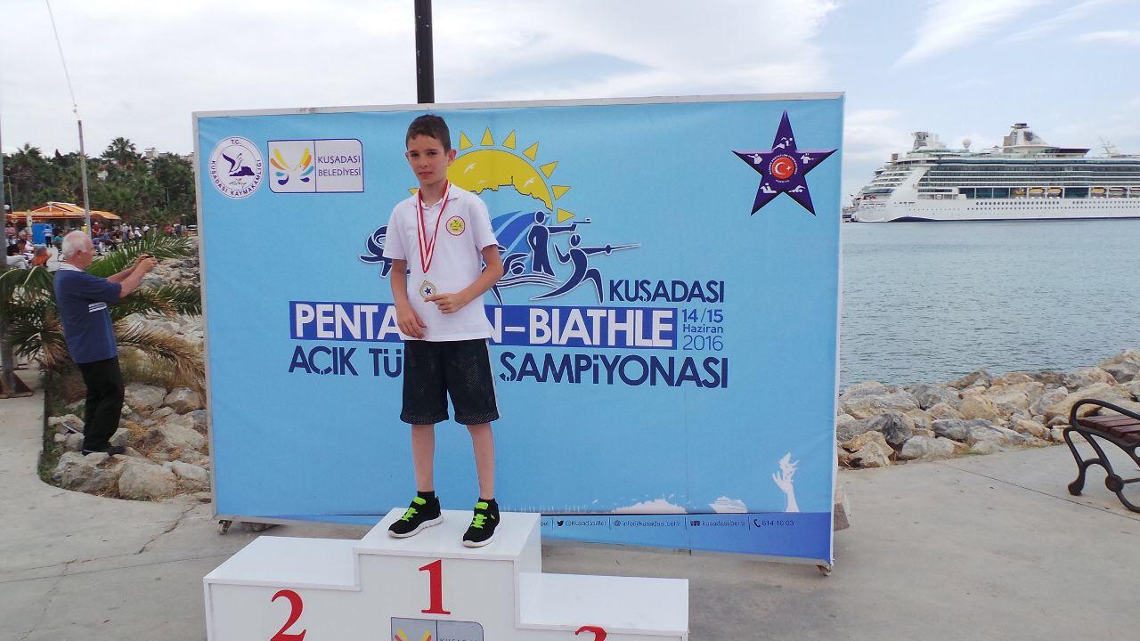 MEV'li Bulut Çalışkan'dan Bir Türkiye Şampiyonluğu Daha