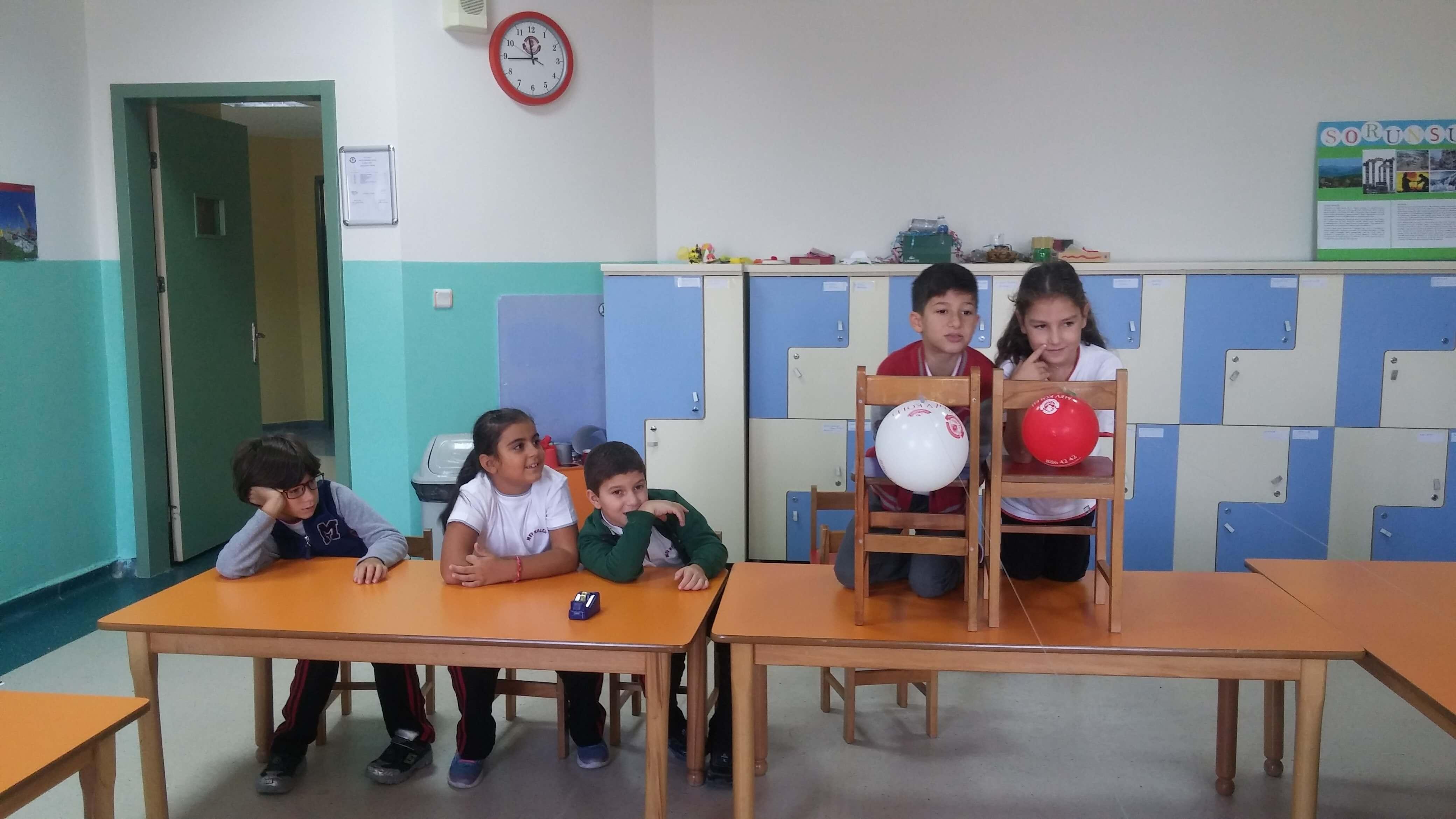 3.Sınıf Öğrencilerimiz Havanın İtme Kuvvetini Gözlemlediler