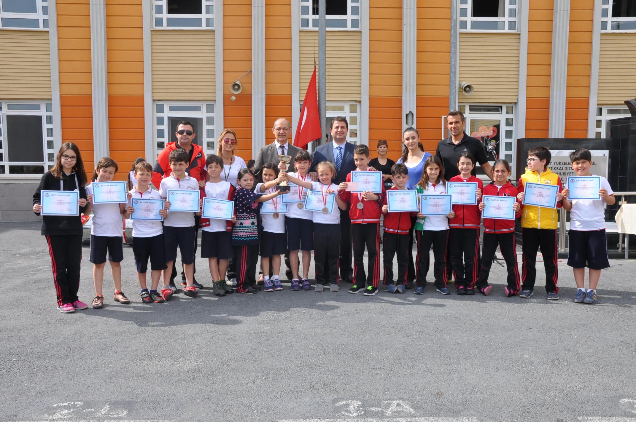 MEV'li Yüzücülerin Başarısı