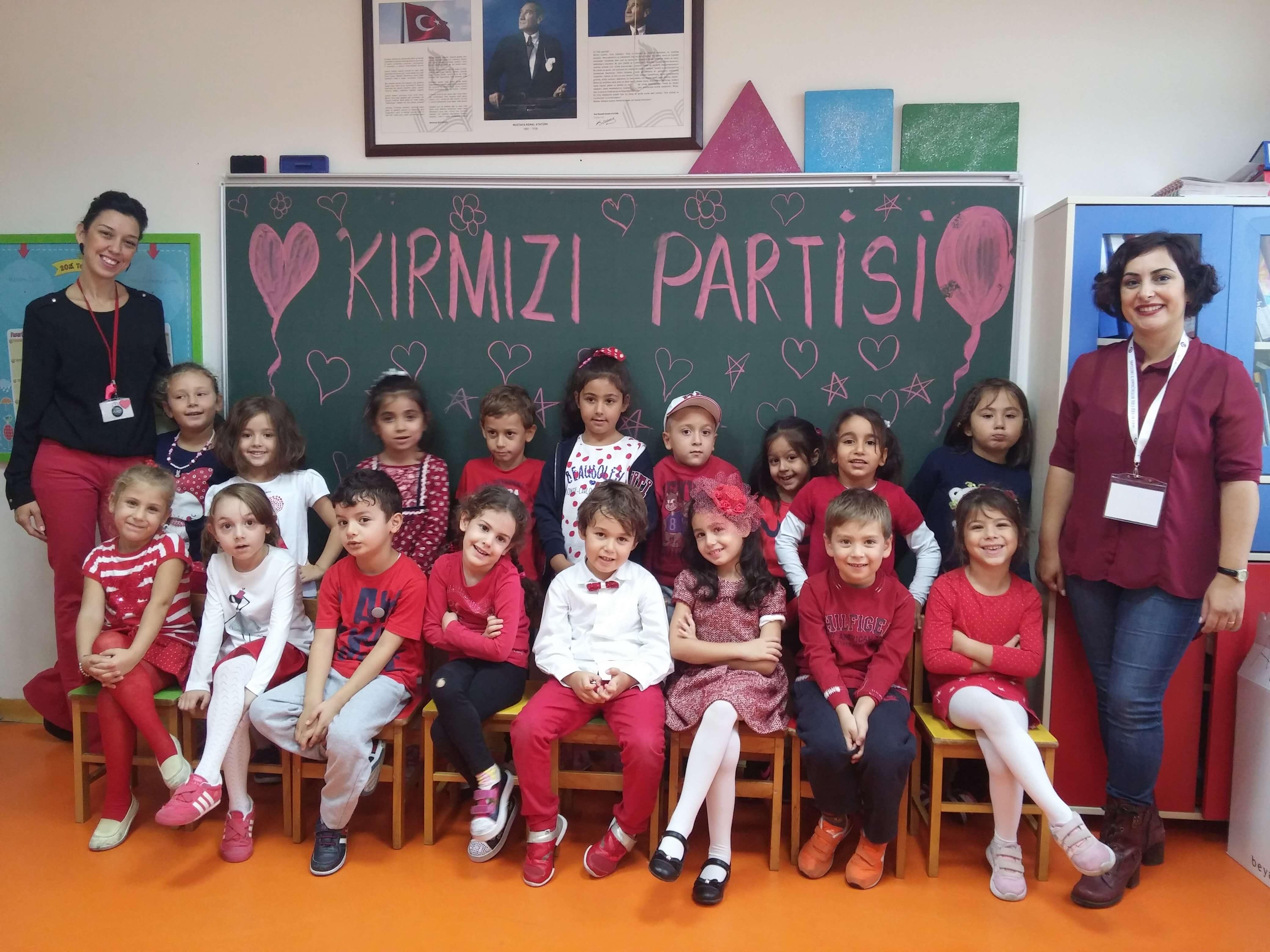 """Miniklerimize Yönelik """"Kırmızı Renk"""" Partisi Düzenlendi"""