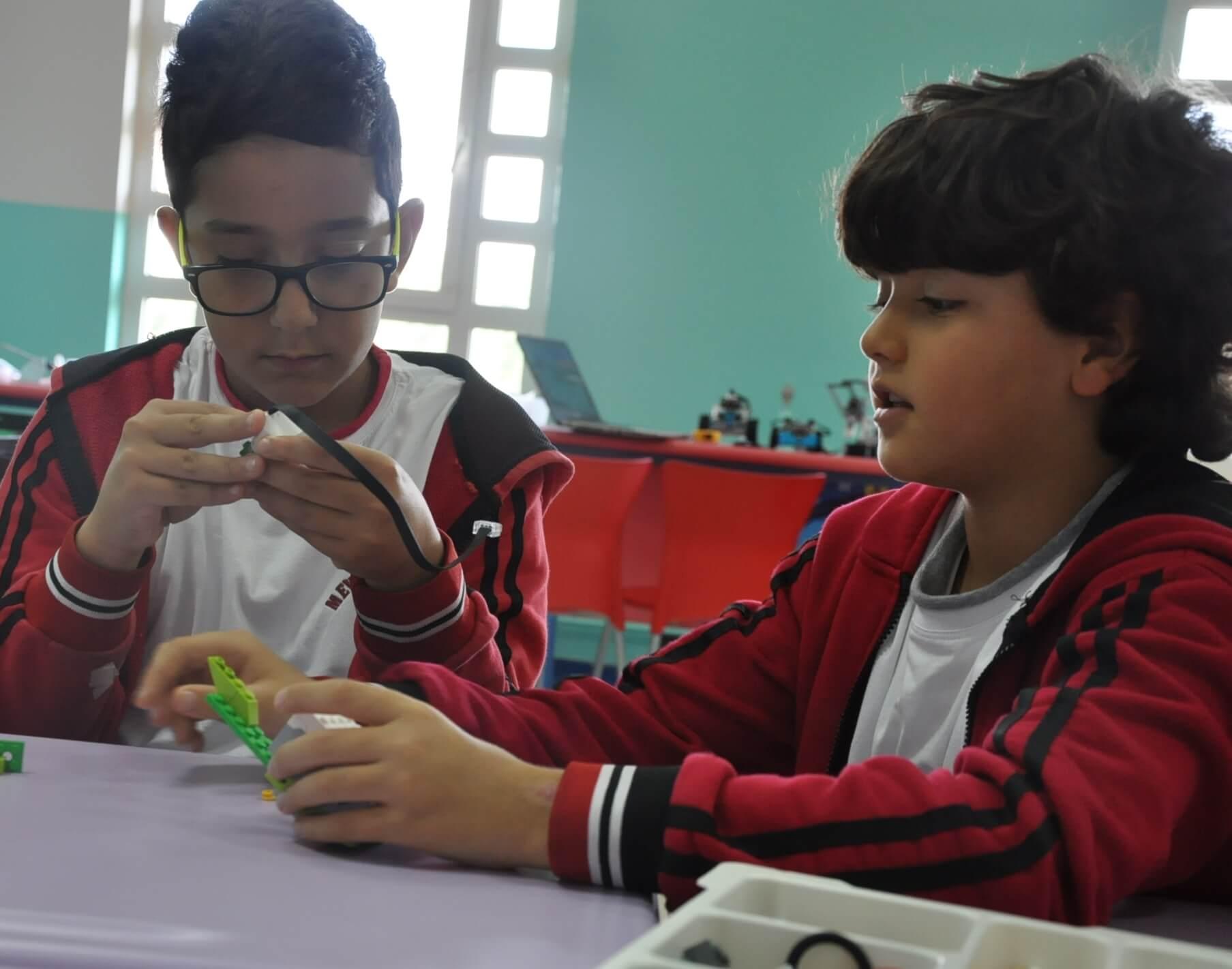 Robotik Kulübü Öğrencilerimiz Kurtarma Aracı Tasarladı