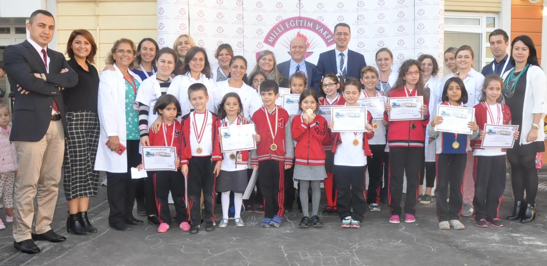 """""""Benim Okulum"""" Konulu Resim-Slogan Yarışmasında Dereceye Giren Öğrencilerimize Ödülleri Takdim Edildi"""