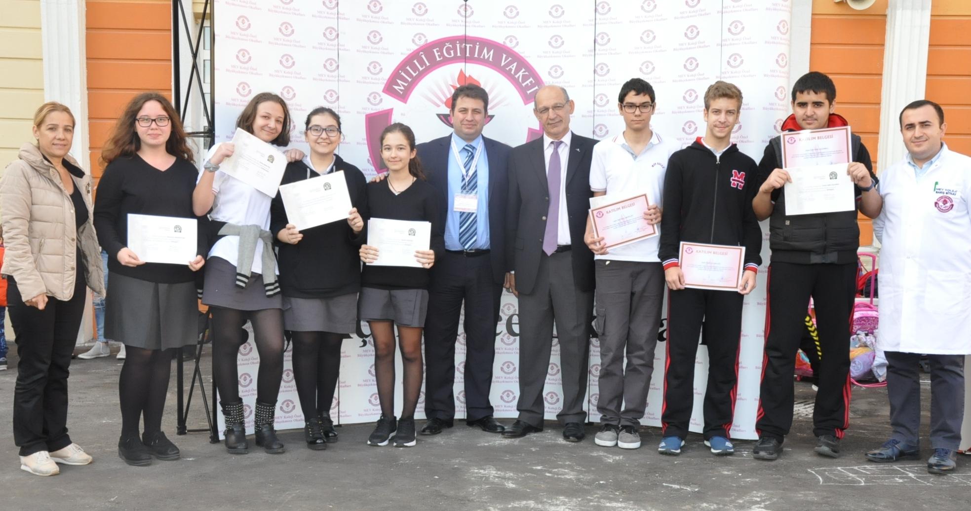 MUN Konferansında Okulumuzu Başarıyla Temsil Eden Öğrencilerimize Katılım Belgeleri Takdim Edildi