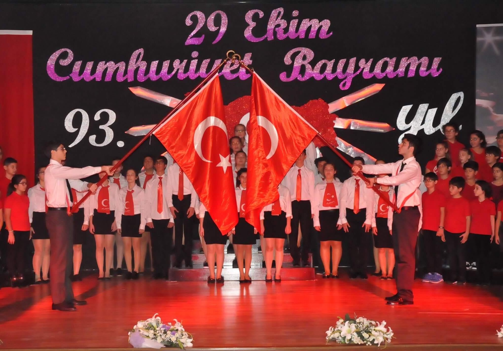 Atatürk'ün Eseri Cumhuriyet'in 93. Yıl Dönümü MEV Koleji'nde Görkemli Bir Törenle Kutlandı