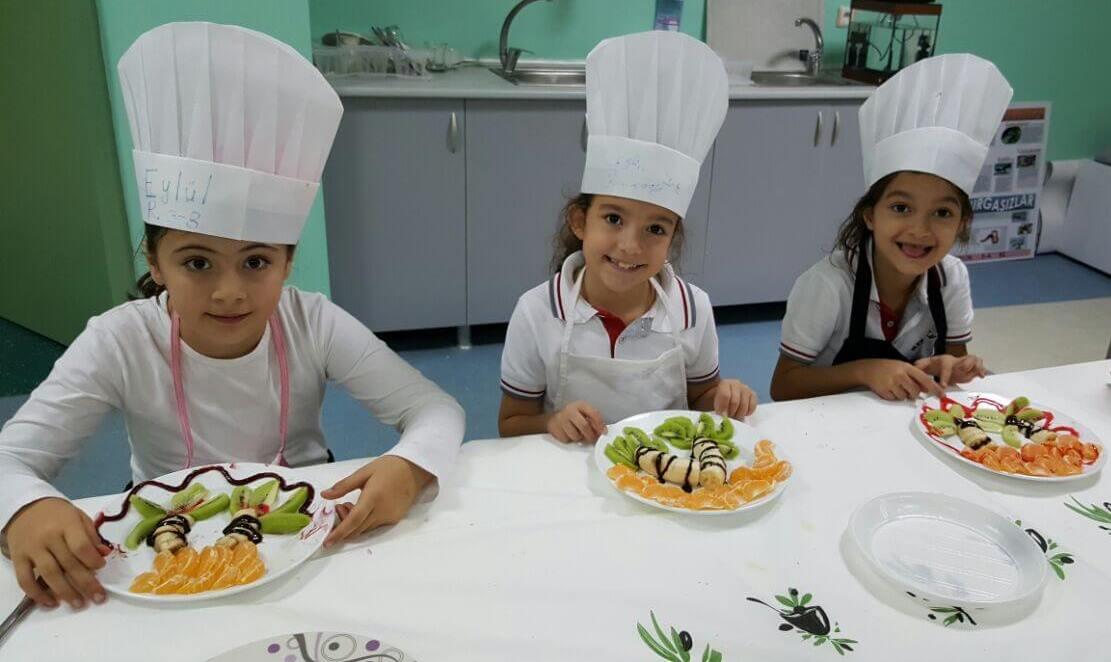 Gastronomi Kulübü Öğrencilerimiz Meyve Tabağı Hazırladılar