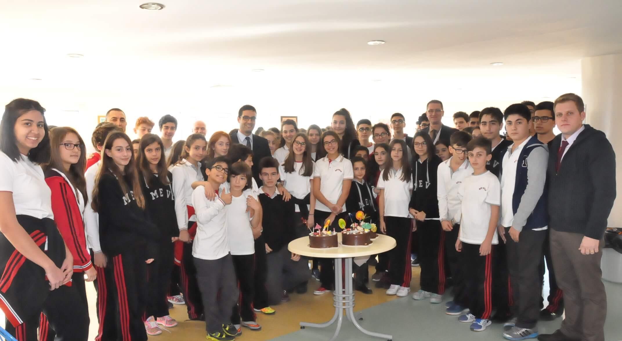 MEV Atatürk Gençlerinin 10 Kasım Atatürk'ü Anma Programında Gösterdikleri Güzel Emekler İçin Kutlama Pastası Kesildi