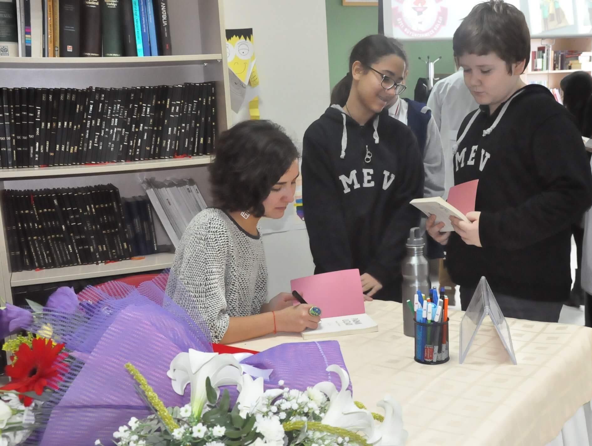 """""""Kültür ve Sanat Haftası"""" Etkinlikleri Kapsamında 7. Sınıf Öğrencilerimiz Genç Yazar Seran Demiral ile Buluştular"""