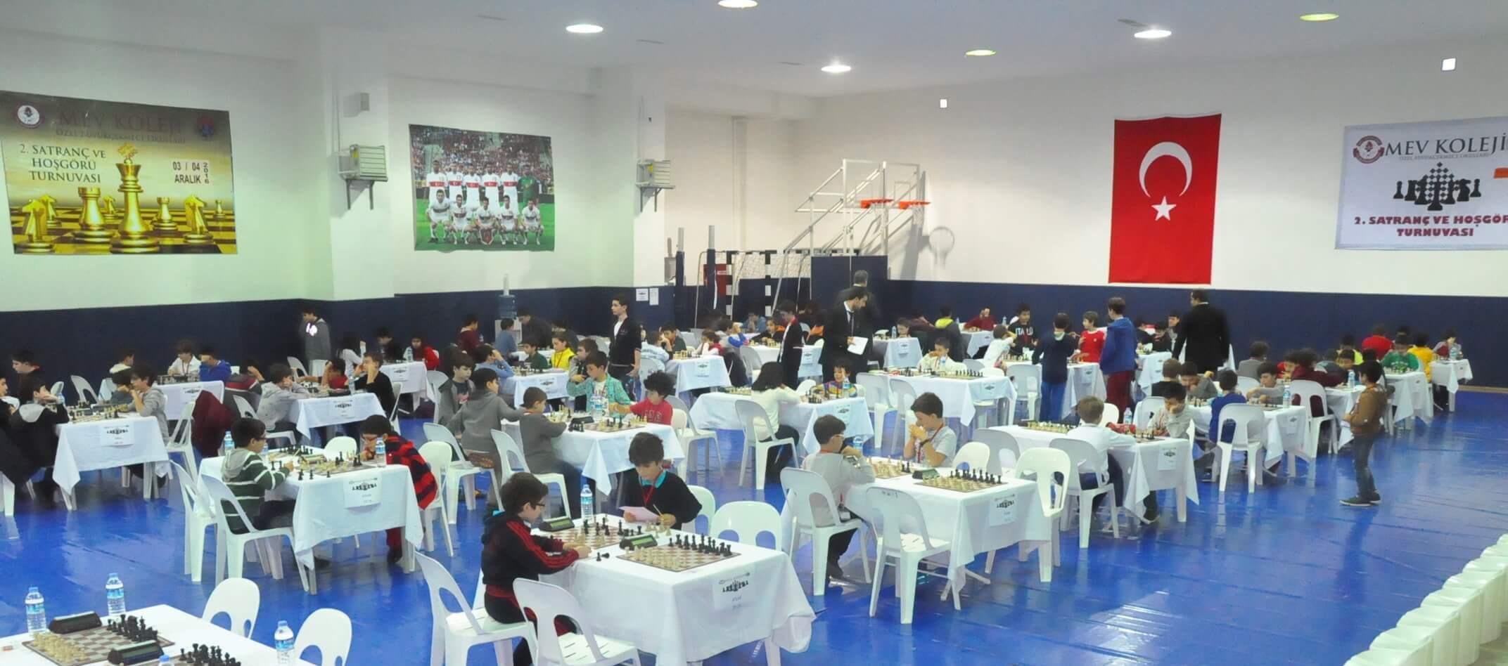 """MEV'de """"2. Satranç ve Hoşgörü Turnuvası"""" İlk Gün Büyük Heyecanla Başladı"""