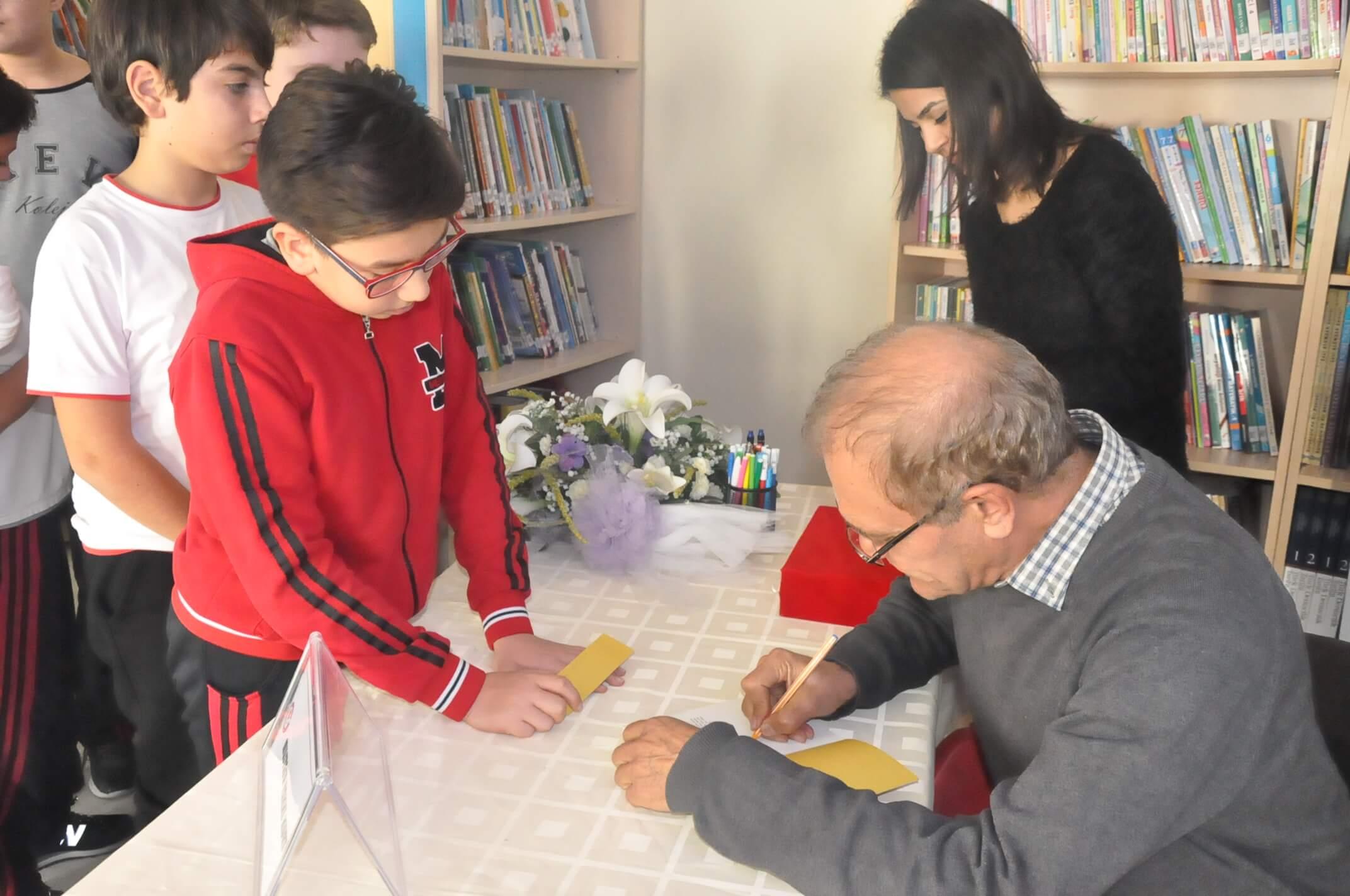 """""""Kültür ve Sanat Haftası"""" Etkinlikleri Kapsamında 7. Sınıf Öğrencilerimiz Yazar Mustafa Hakkı Kurt İle Bir Araya Geldiler"""