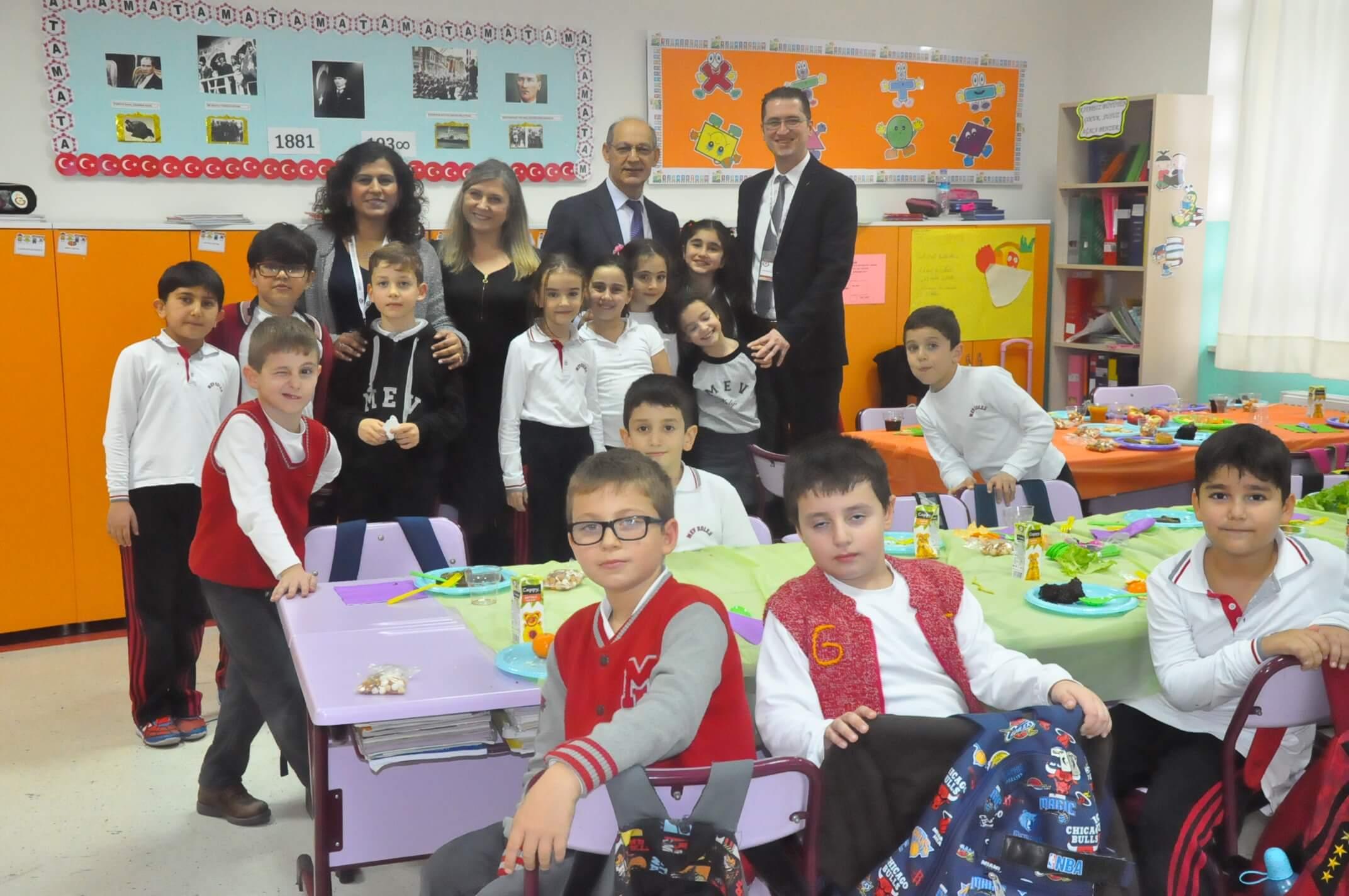 """""""Tutum, Yatırım ve Türk Malları Haftası"""" 3. Sınıf Öğrencilerimizin Kutlamalarıyla Devam Ediyor"""