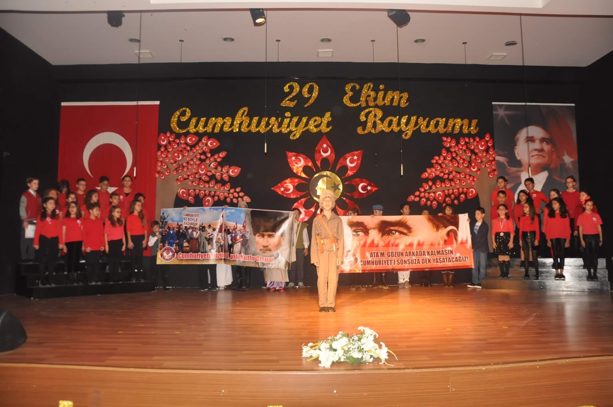 Atatürk'ün Eseri Cumhuriyet'in 94. Yıl Dönümü MEV Koleji'nde Görkemli Bir Törenle Kutlandı