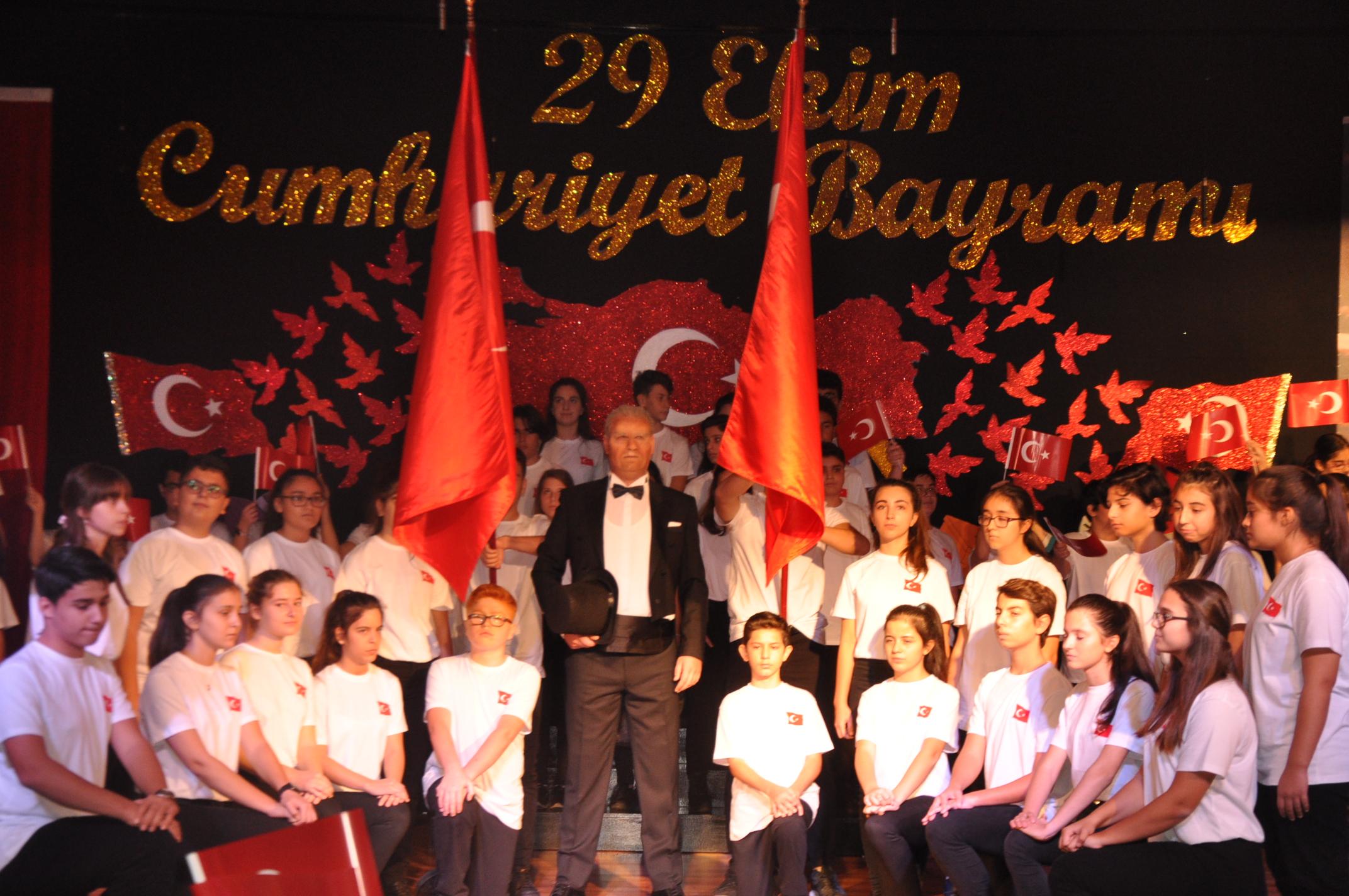 Atatürk'ün Eseri Cumhuriyet'in 95. Yıl Dönümü MEV Koleji'nde Görkemli Bir Törenle Kutlandı