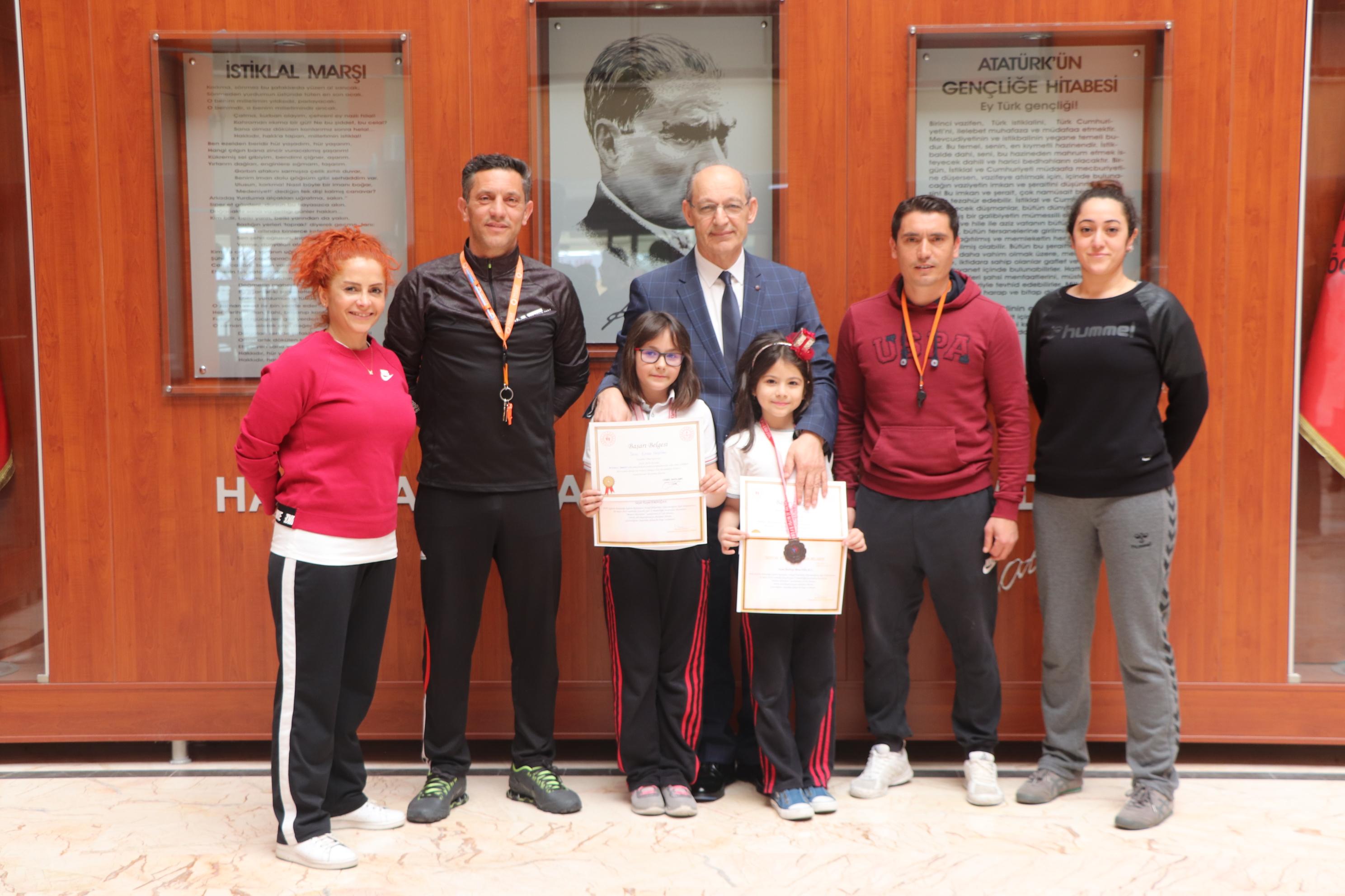 """MEV'li Öğrenciler, """"Modern Pentatlon"""" Yarışlarından İstanbul Derecesiyle Döndüler"""