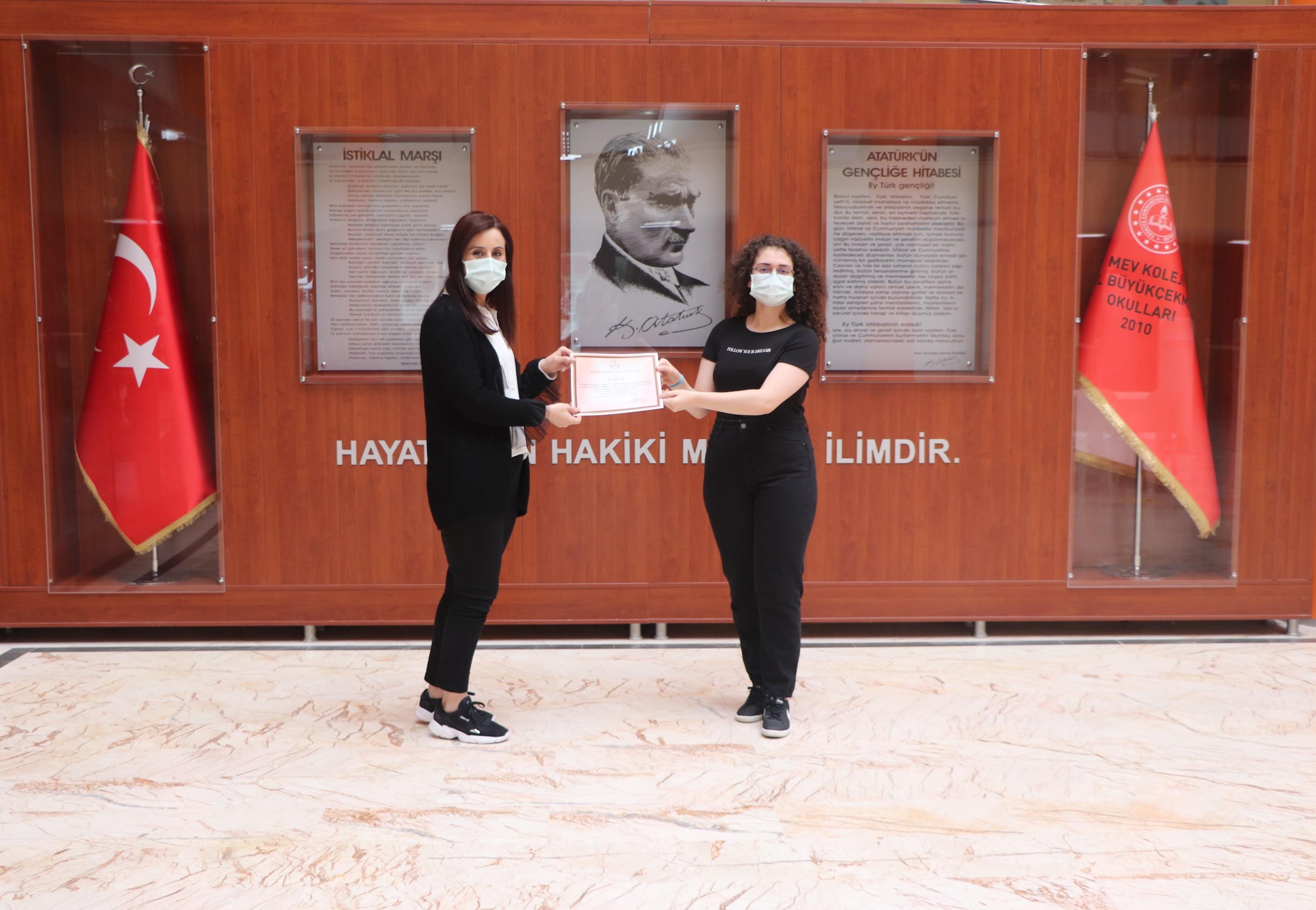 """""""İstanbul Bilim Olimpiyatları"""" Yarışmasında MEV Koleji İmzası"""